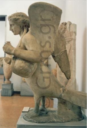 Εικ. 32. Αθήνα, Εθνικό Αρχαιολογικό Μουσείο 774, μέσα 4ου πΧ. Σειρήνα με χέλυ.