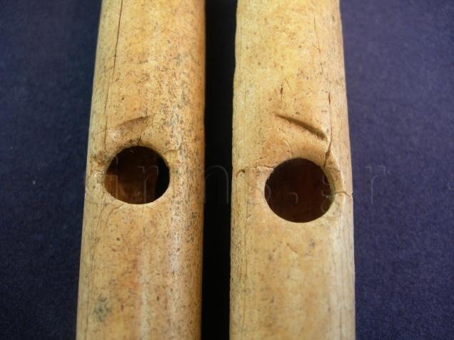 Εικ. 28γ. Αυλός Ακάνθου: τομές πάνω από τις οπές των αντιχείρων.
